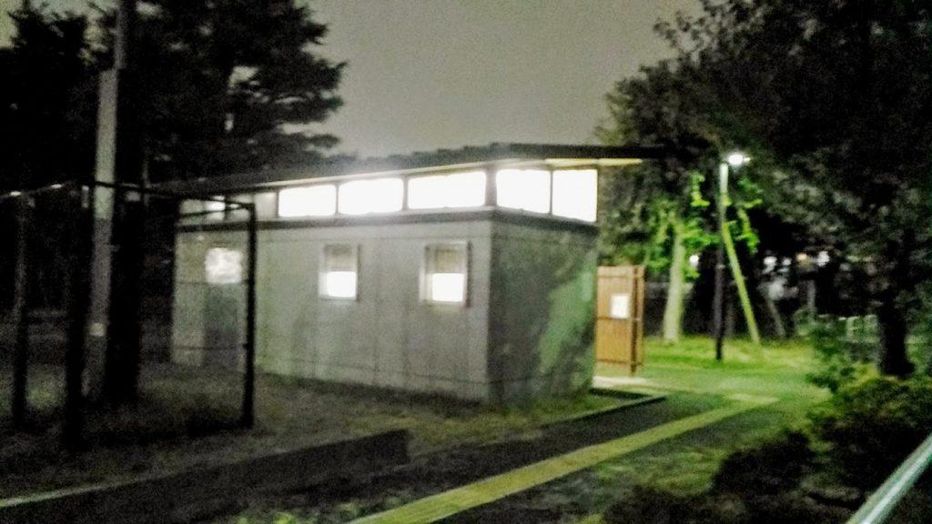 夜のトイレ